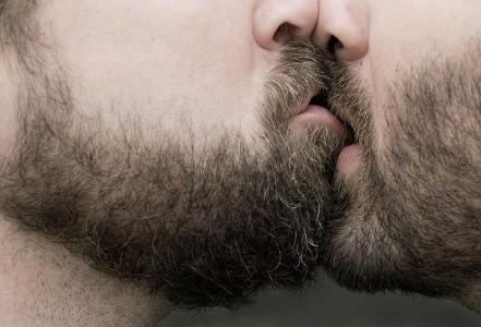 Jamil Hellu, Kissing