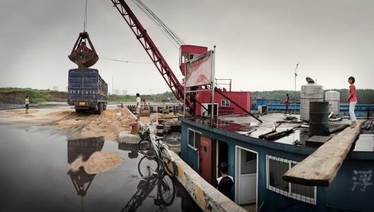 Philipp Scholz Rittermann, Unloading Sand, Yuejin Port, Jining, Shandong Province, China 2010
